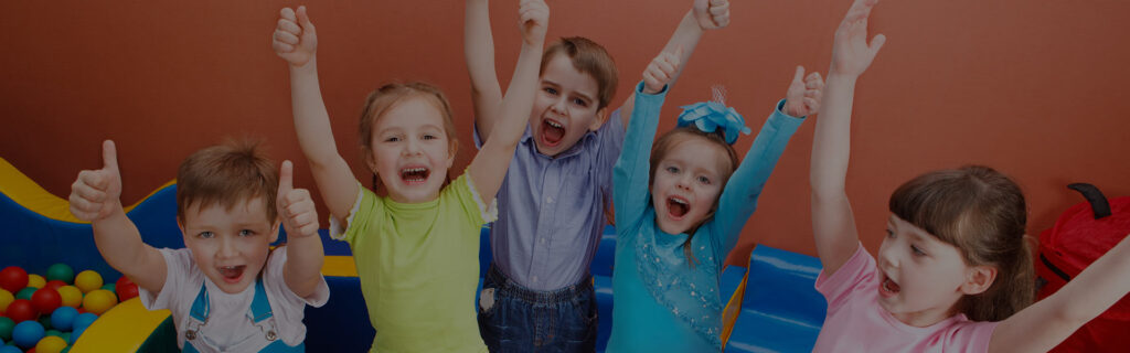 uśmiechające się dzieci